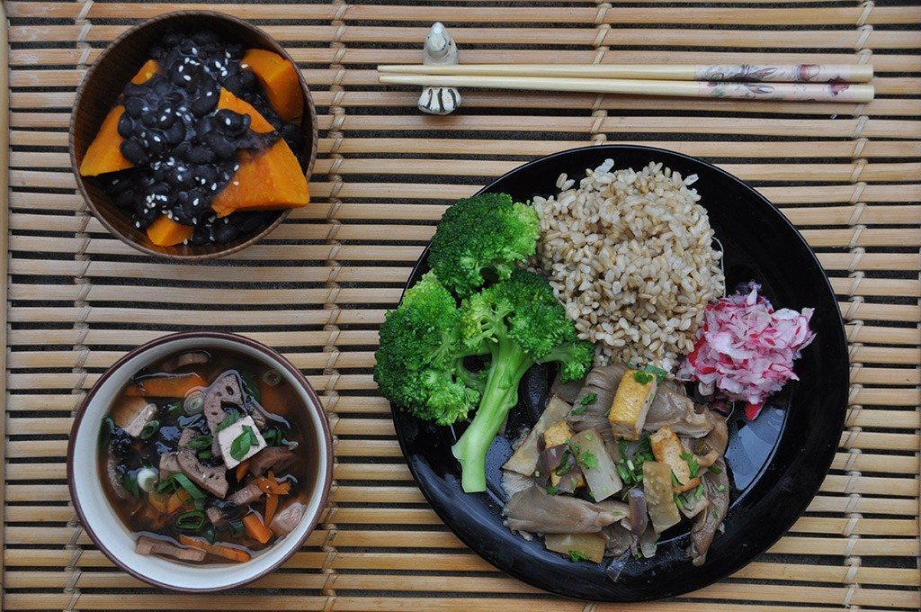 lotus, tofu and nori miso soup, black beans with pumpkin nishime, blanched broccoli, brown rice with oat Pleurotus ostreatus with tofu, pressed salad from radish